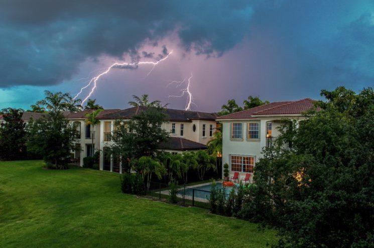 https://www.myotelectric.com/wp-content/uploads/2020/03/lightning-tips-745x497.jpg.optimal-745x494-1.jpg